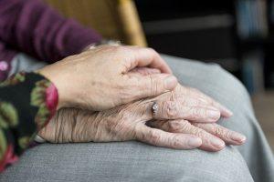 הנגשת הבית לקשישים: האם ההשקעה כדאית - או שעדיף דיור מוגן?